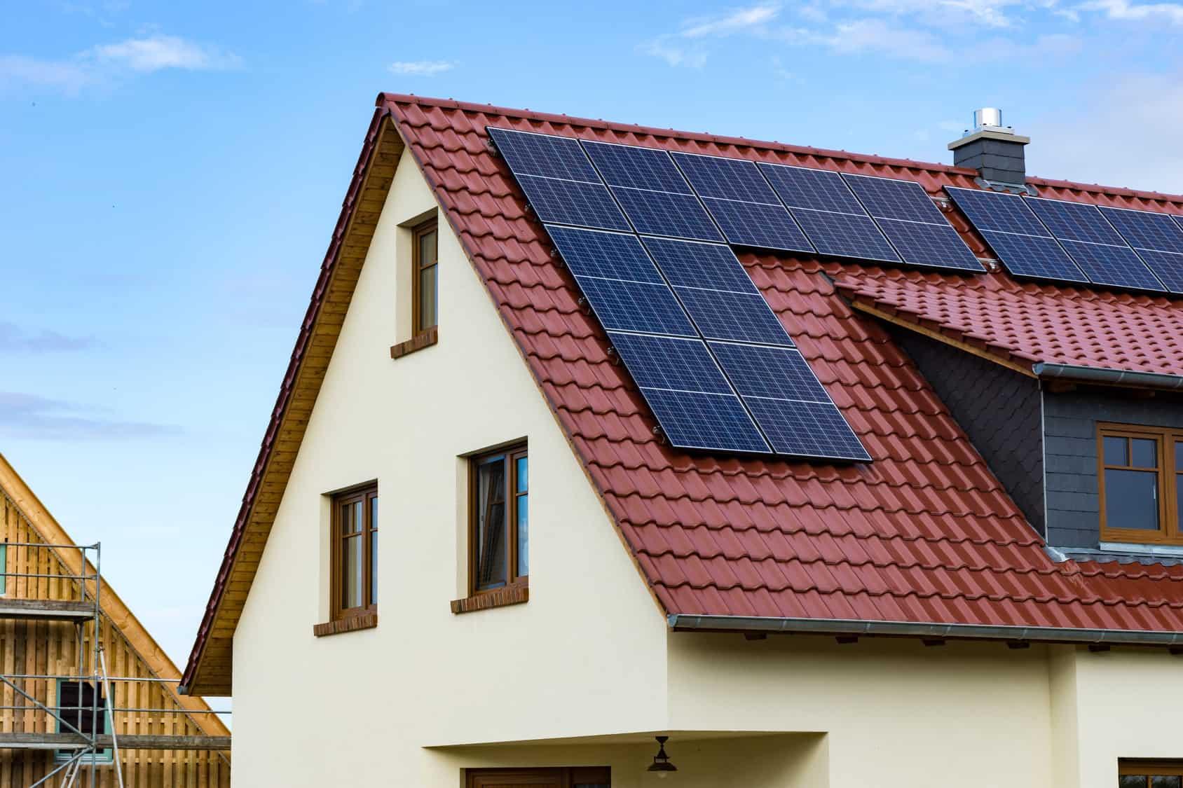 Couvrir Une Terrasse Permis De Construire pose et remplacement d'une toiture : la réglementation en 2020