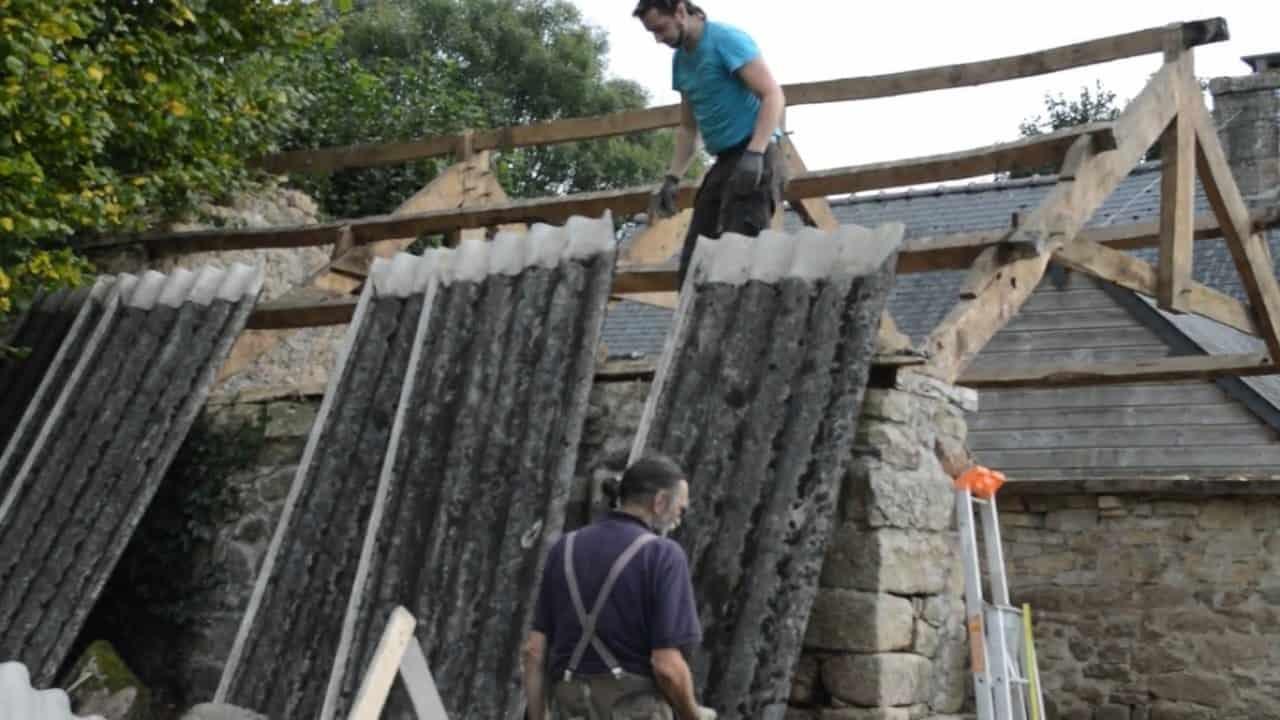 Précautions à prendre pour rénover une toiture en fibrociment