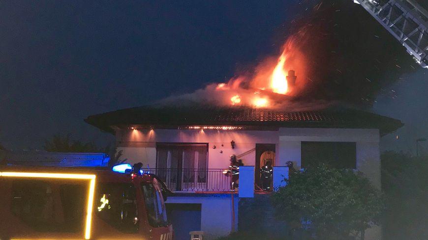 maison touchée par la foudre
